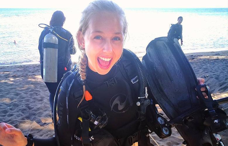 happy diver in dauin philippines